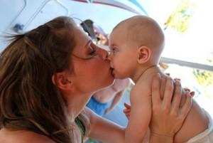 beso en la boca a hijos