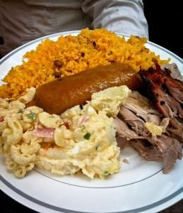 pasteles-arroz-gandules-coditos-ensalada-papa-lechon1