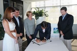 Ing. Malu Blázquez y Arq. Ricardo Álvarez-Díaz junto a la Junta Directiva de la ACPR, firman el acuerdo de colaboración