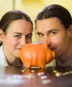 pareja-contando-dinero1