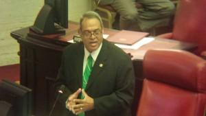 Foto Senador Angel Chayanne Martinez durante debate  Senado