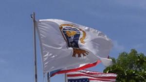 banderas hacia abajo