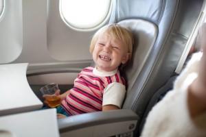 nino-llorando-en-avion