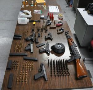 foto-armas-ocupadas-en-allanamiento-en-cabo-rojo