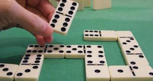 jugar-domino-juegos-de-mesa-domino